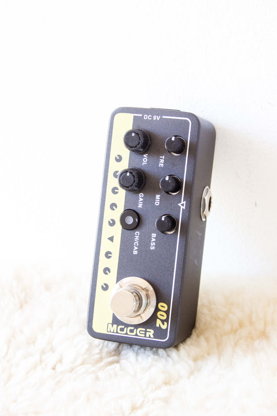 Mooer Micro Preamp 002 - UK Gold 900