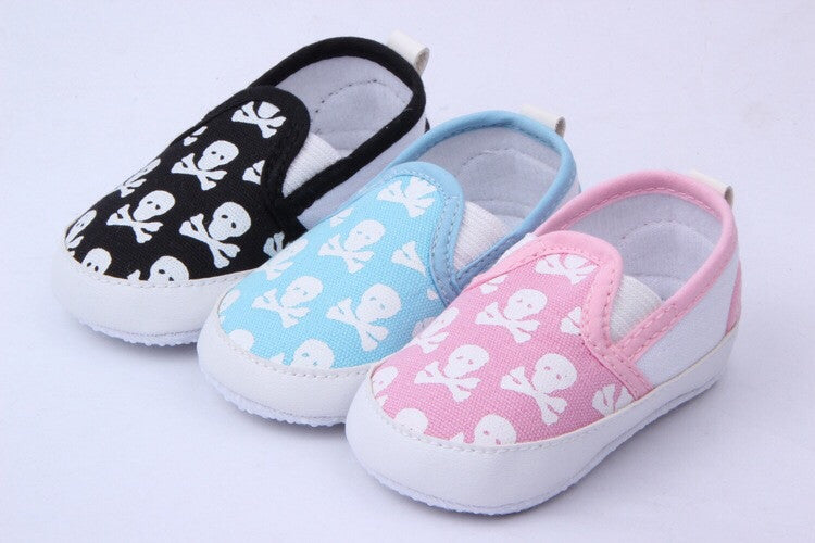Skull print slip on baby shoes