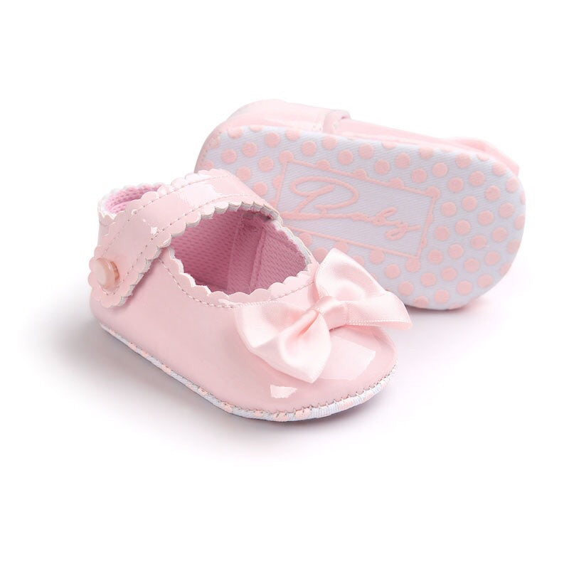 Pink bow baby shoes