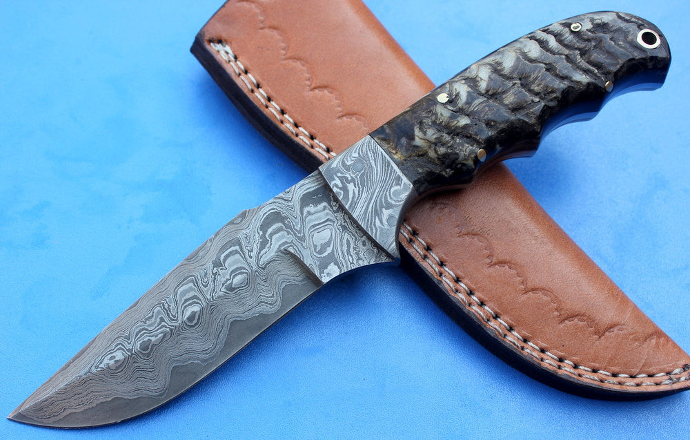 HTK-76 Damascus Knife custom handmade Sanmai Skinner  / Ram Horn handle / Sanmai Blade / Great quality
