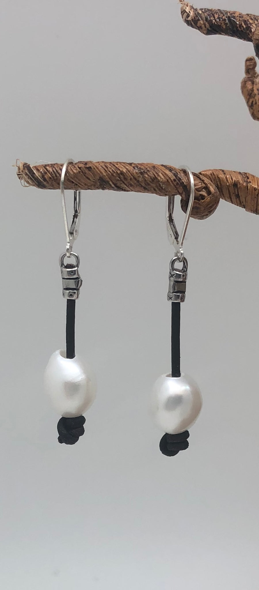 Pearl Dangle Earring 02129