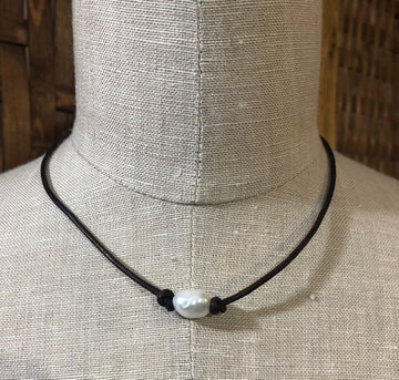 Pearl Leather Choker 02123