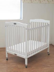 Compact Wooden Folding Crib W/Pad