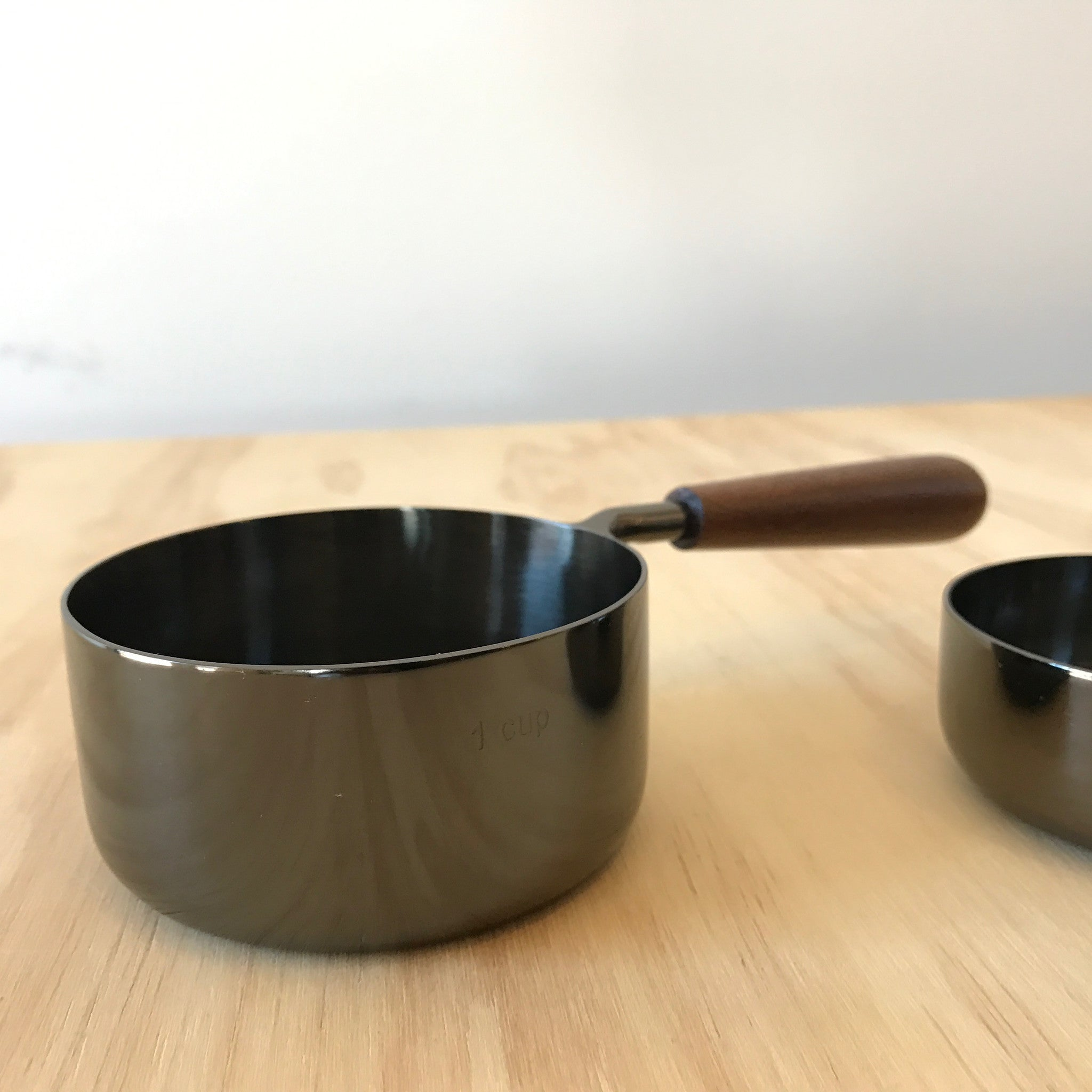 Measuring Cups Set in Onyx