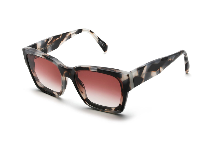 Square sunglasses made of italian acetate with custom black and white tortoise