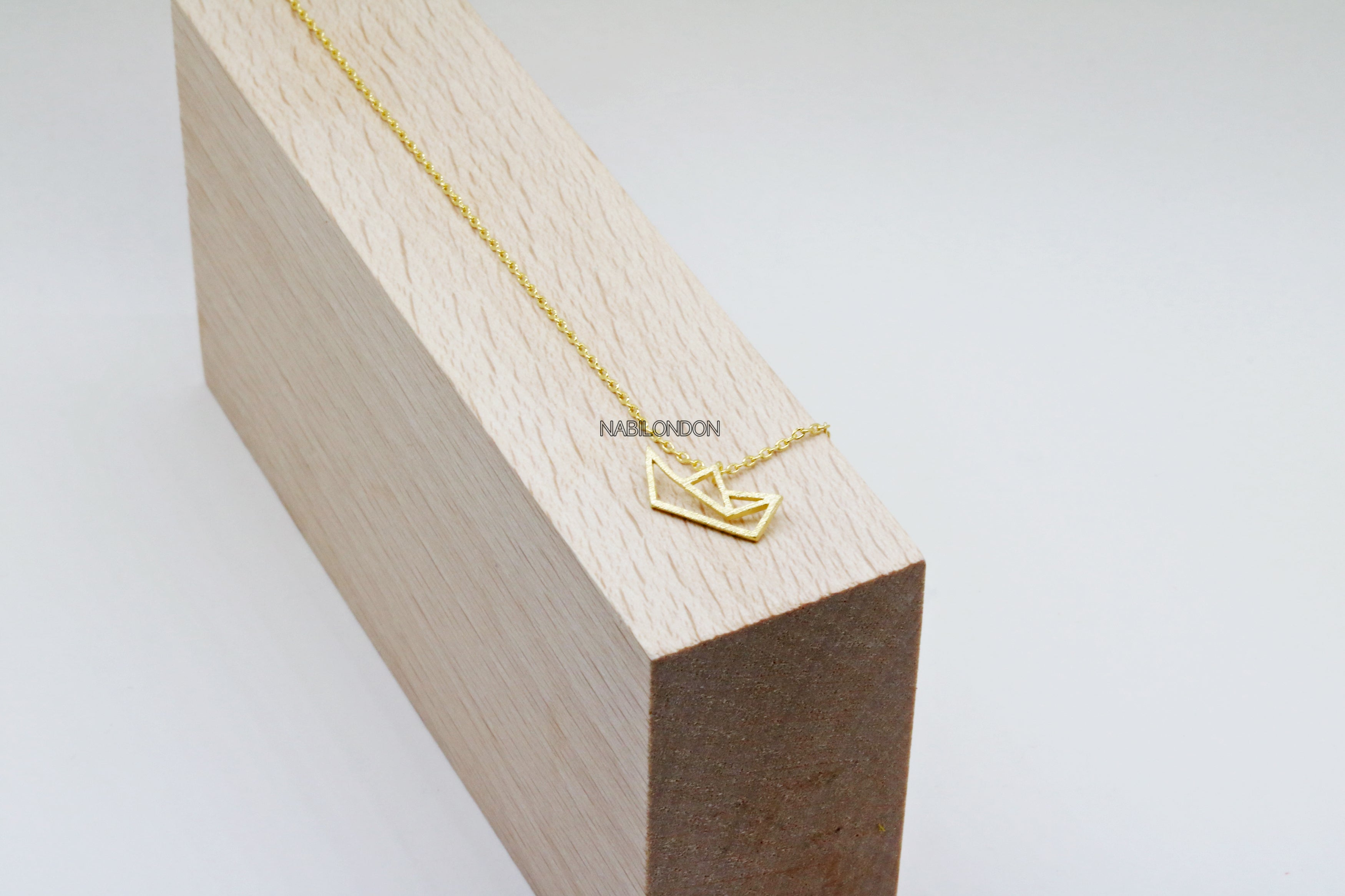 Line ship necklace