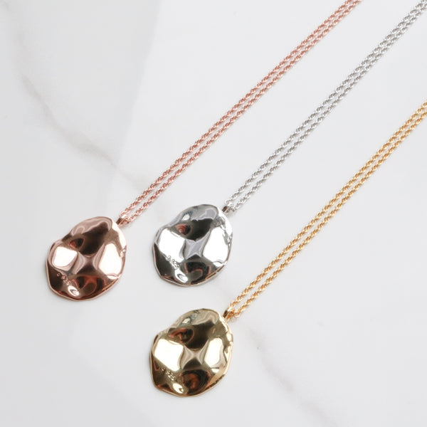 Oval palette necklace