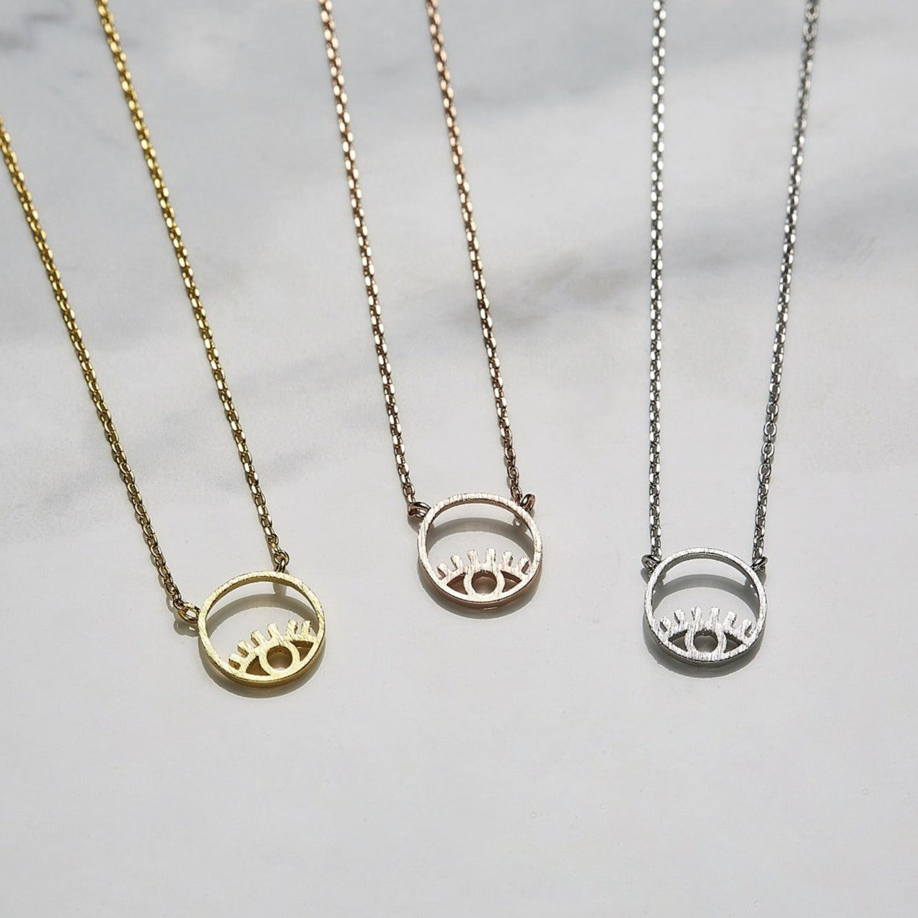 Line eye necklace