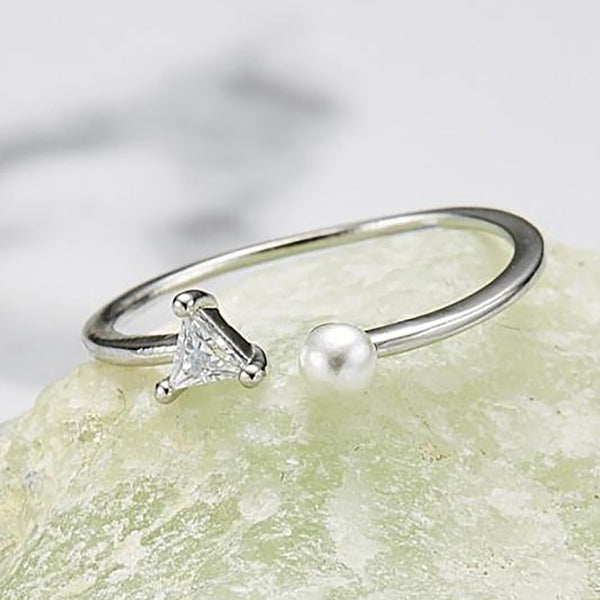 Pearl triangle Ring