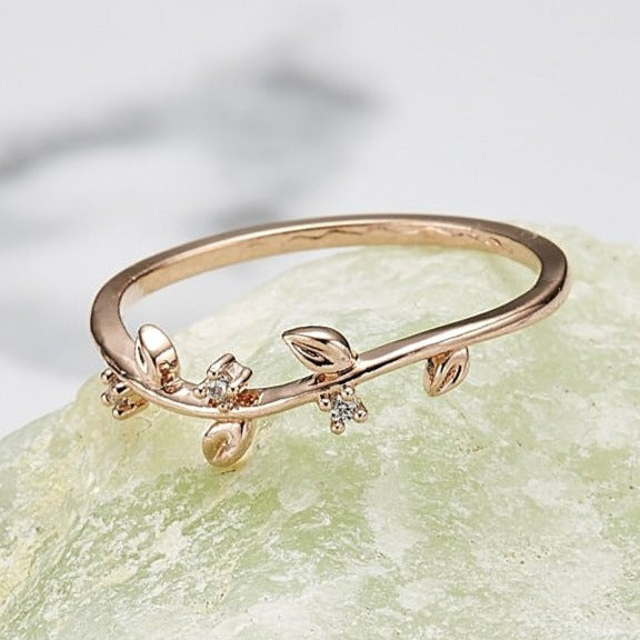 Cubic small ivy ring
