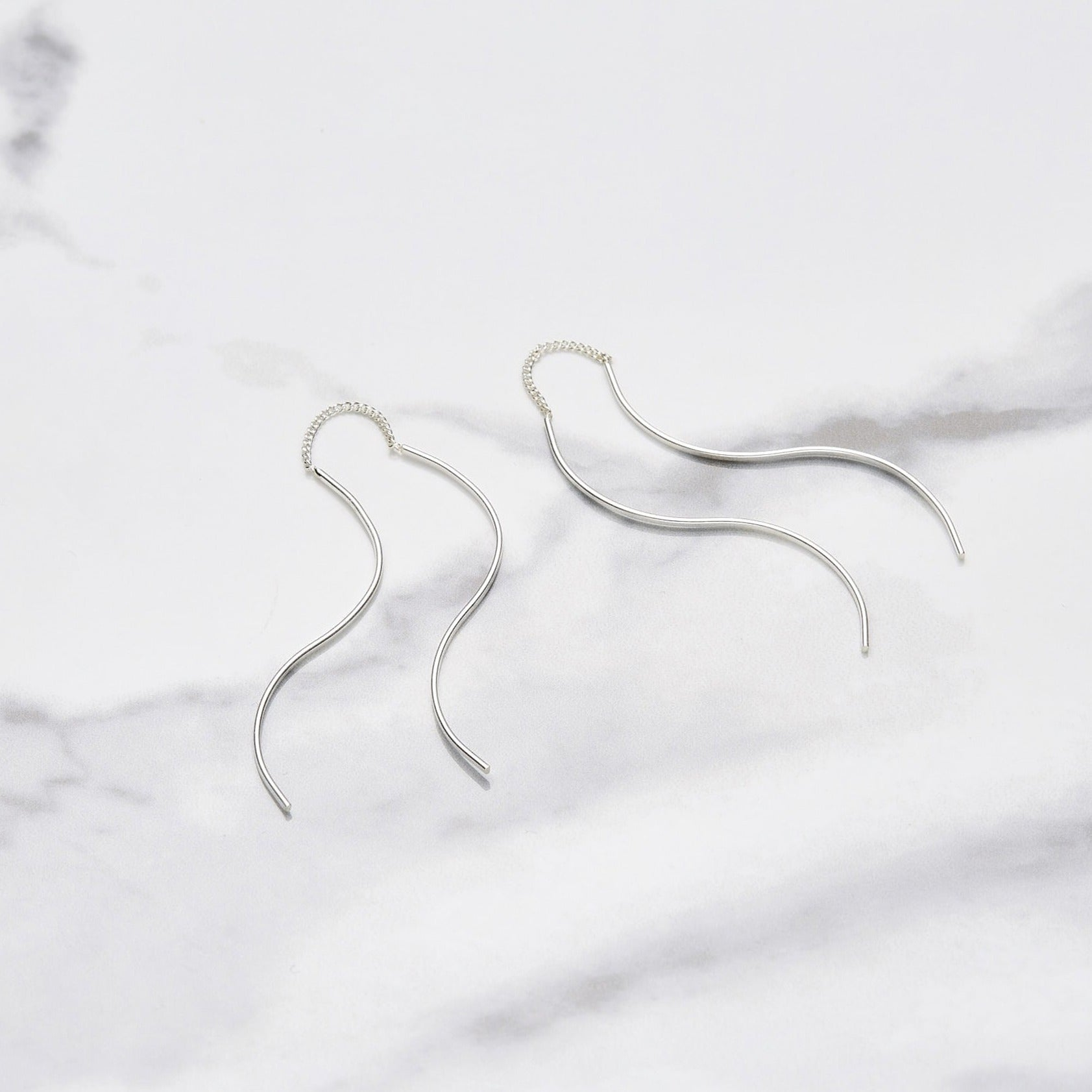 Flow drop short earrings
