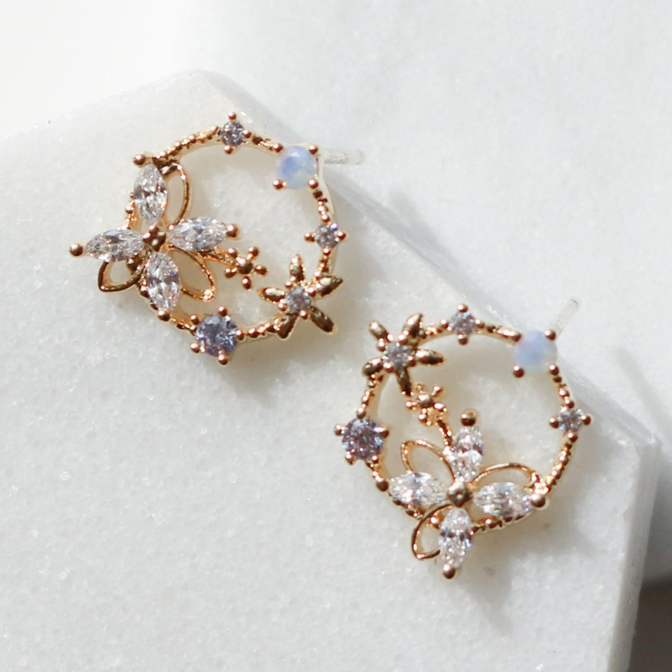 Cubic Flower Line Circle Earrings