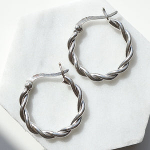 Knot one touch earrings