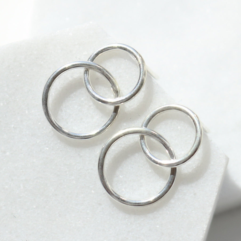 Double line circle earrings