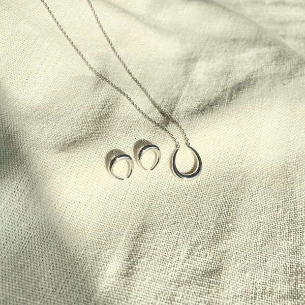 Horseshoe style necklace - NABILONDON