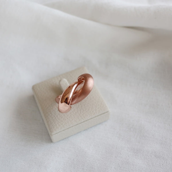 Double textured twirl ring