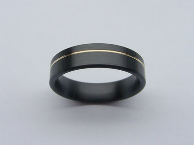 Pinstripe Ring in Black Zirconium and Yellow Gold
