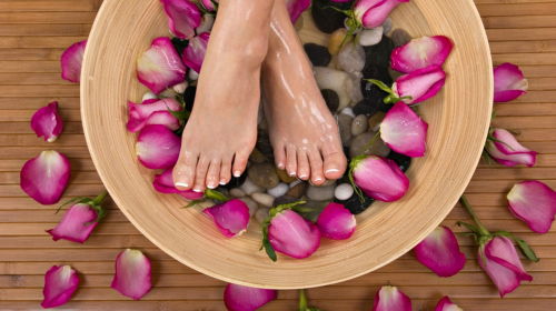 How to Do Pedicure with Tea Tree Oil