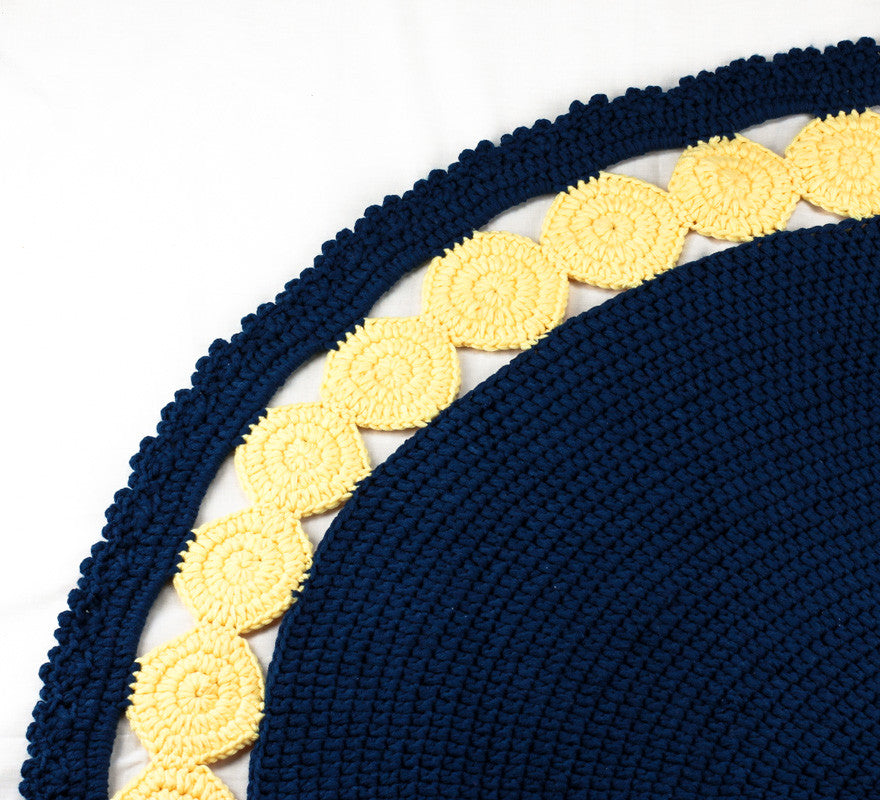 Circle Rug Navy and Yellow - Close up