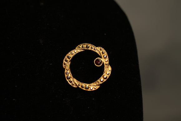 Gold Reef Brooch