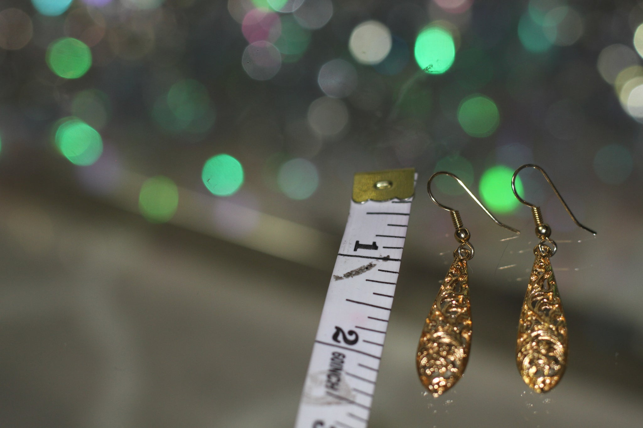90's Gold Tear Drop Earrings