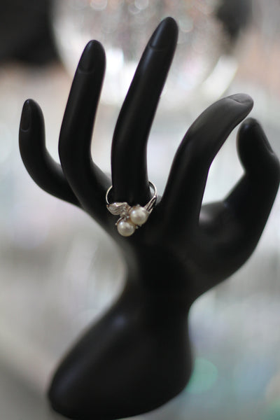 Silver Pearl Ring Size: 5 1/2