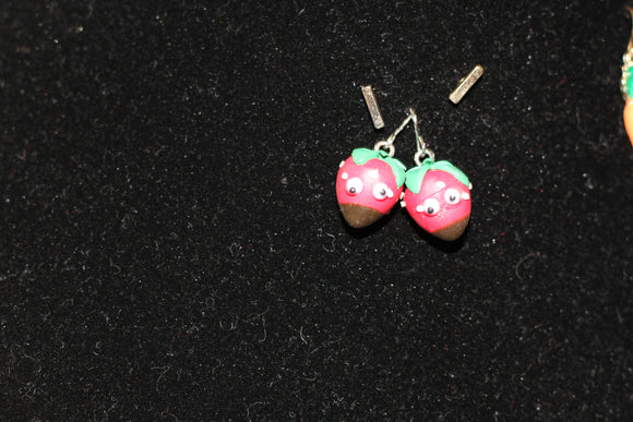 Strawberry Earrings (2pc Set)
