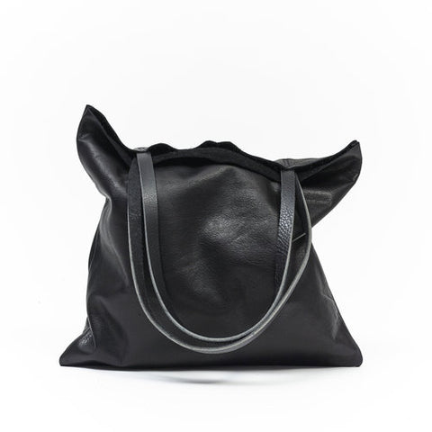 Flat Tote in Black
