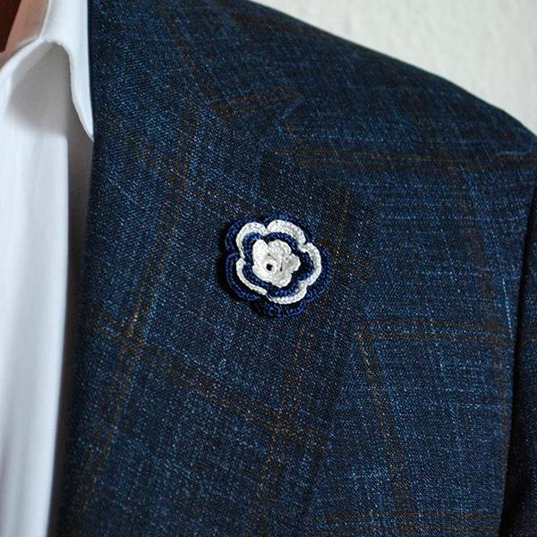 Chelsea Boutonniere in Naval Blue and White on Suit