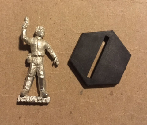 B5 RPG Earth Alliance guard figure (holding PPG)