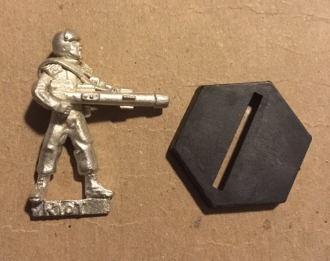 B5 RPG Earth Alliance riot troop figure (aiming cannon)