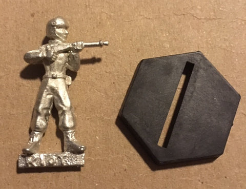 B5 RPG Earth Alliance riot troop figure (aiming rifle)