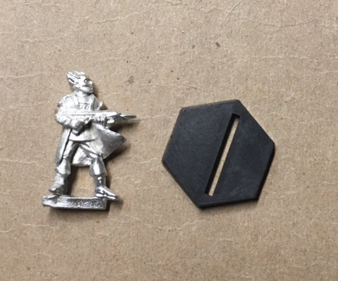 B5 RPG Minbari Federation guard figure (with rifle, fluttering cloak)