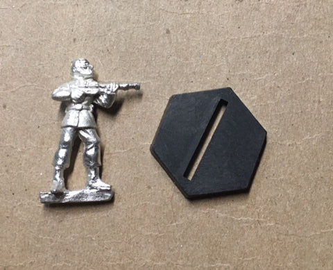 B5 RPG Narn Regime guard figure (aiming rifle on shoulder)