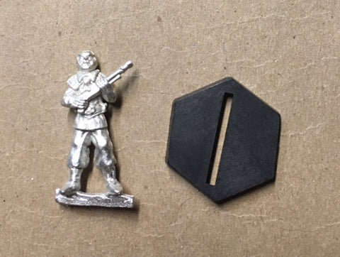 B5 RPG Narn Regime guard figure (holding rifle at attention)