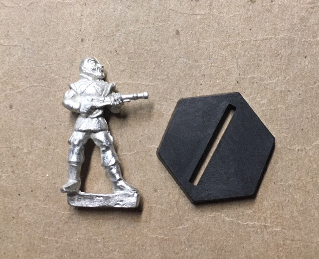 B5 RPG Narn Regime guard figure (holding rifle at hip)