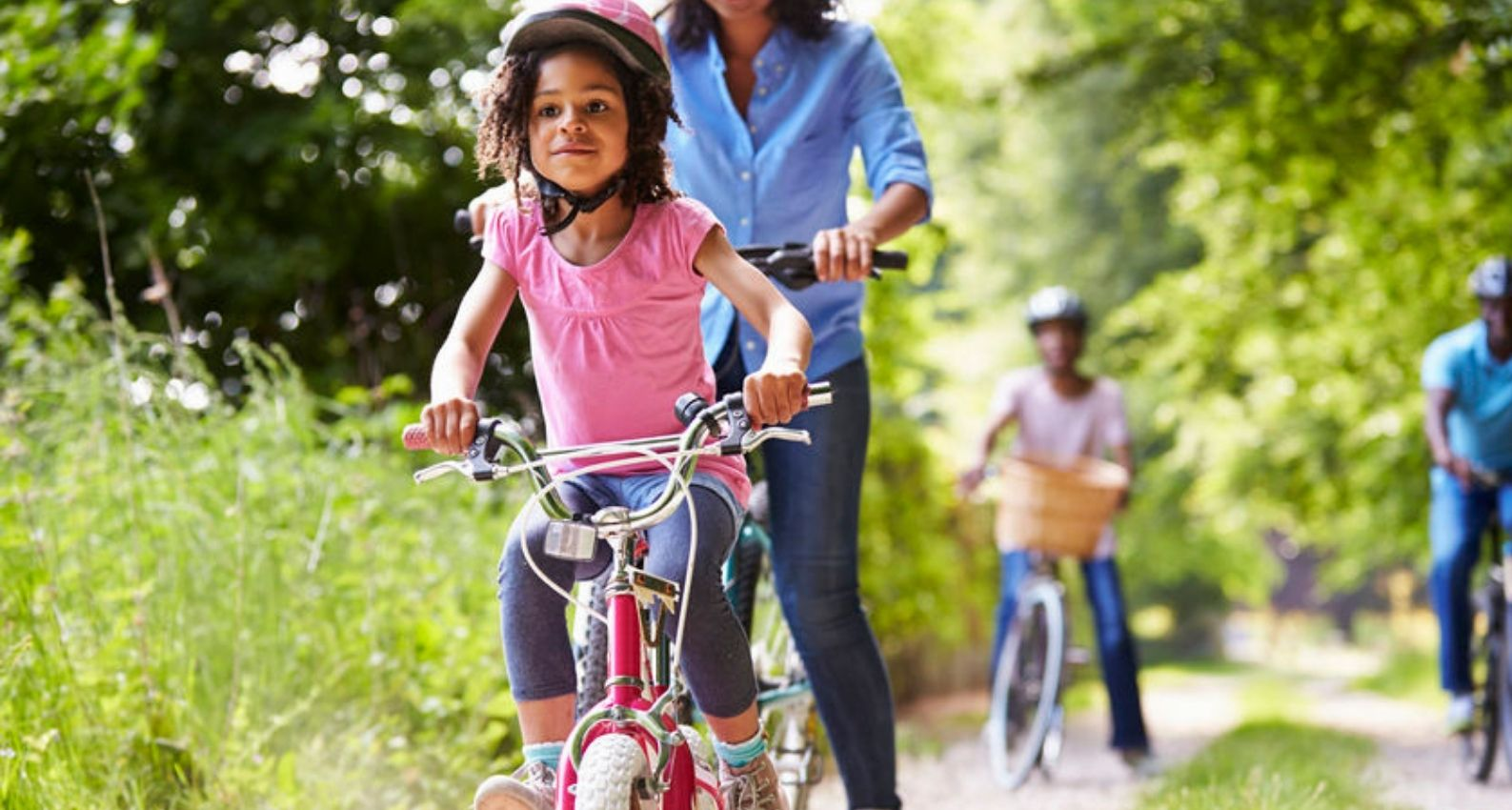 family_bike_ride_to_get_kids_moving