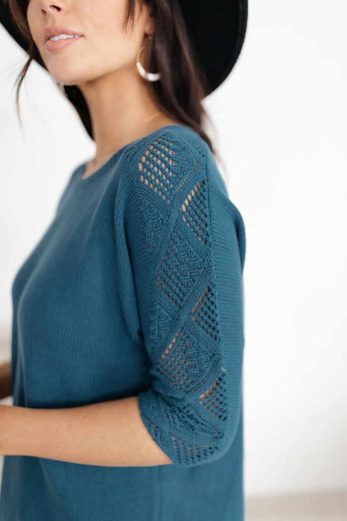 A Sleeve Of Design Sweater - Everest & Co.