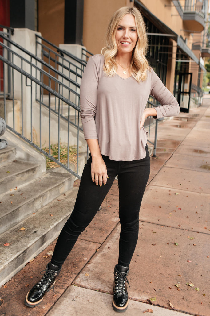 The Wendi Top in Ash - Everest & Co.