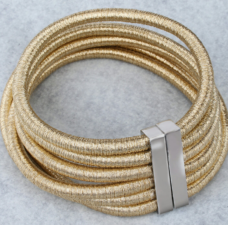 Six-layered coil-style choker necklace