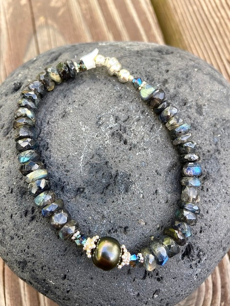 Black Tahitian and  spectralite bracelet  brilliant color - Moonbow Tropics