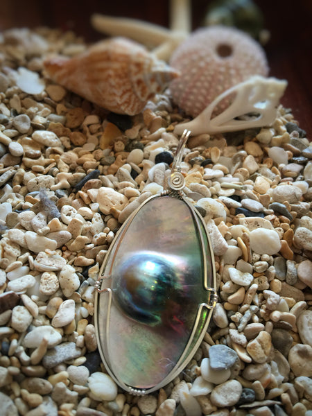 BLACK TAHITIAN MABE BLISTER PEARL PENDENT #10 - Moonbow Tropics