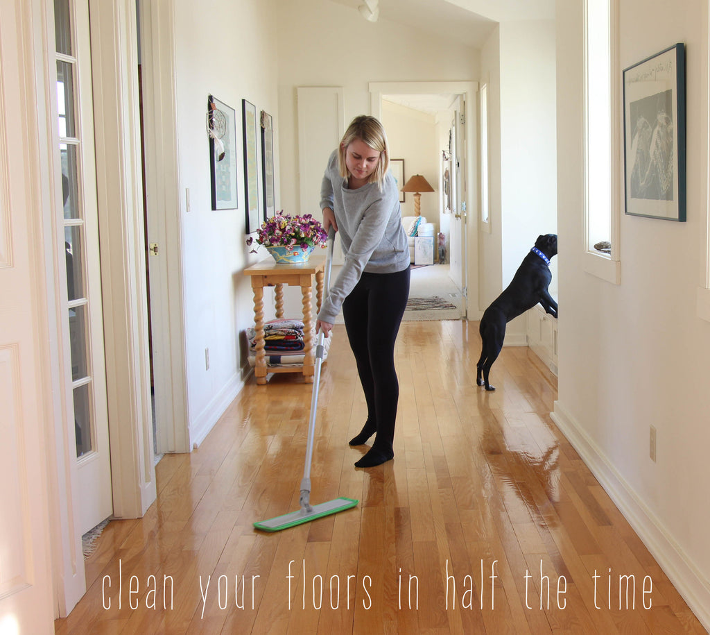 cleaning_wood_floor_microfiber_mop