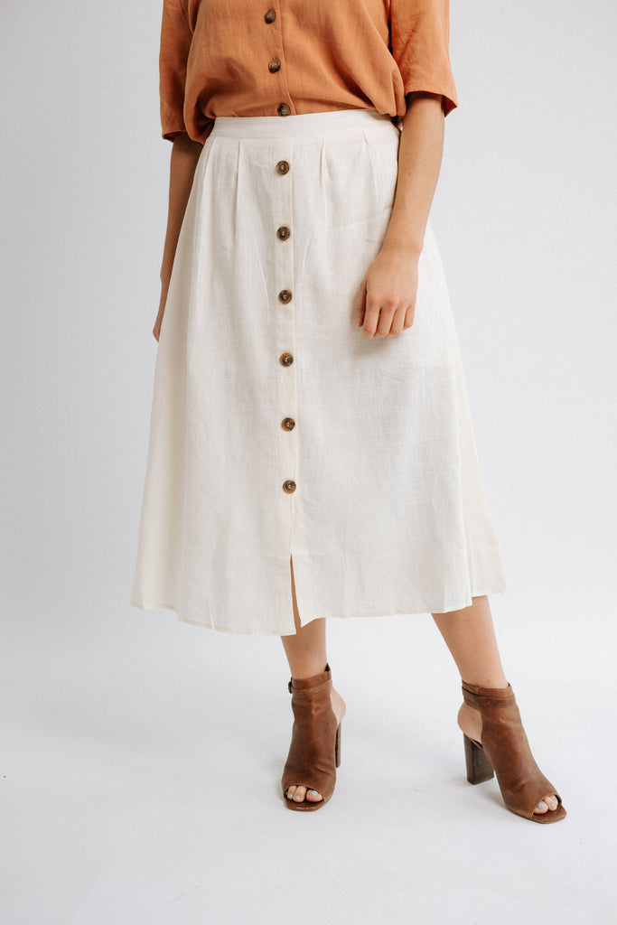 sherry button skirt in natural