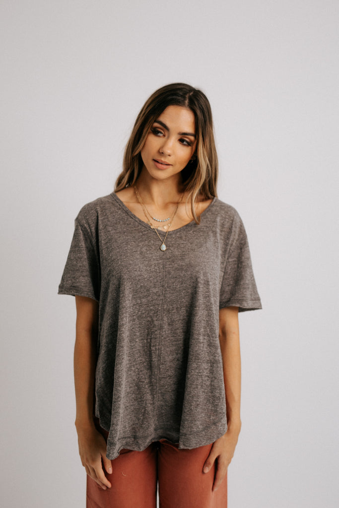 easy tee in charcoal