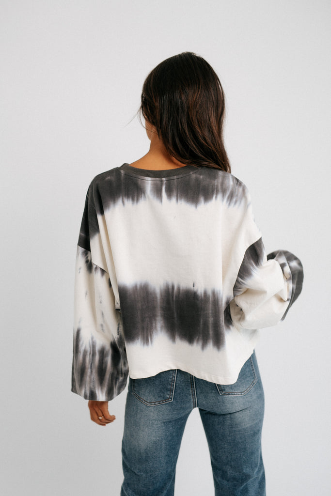 tie dye over this pullover // charcoal