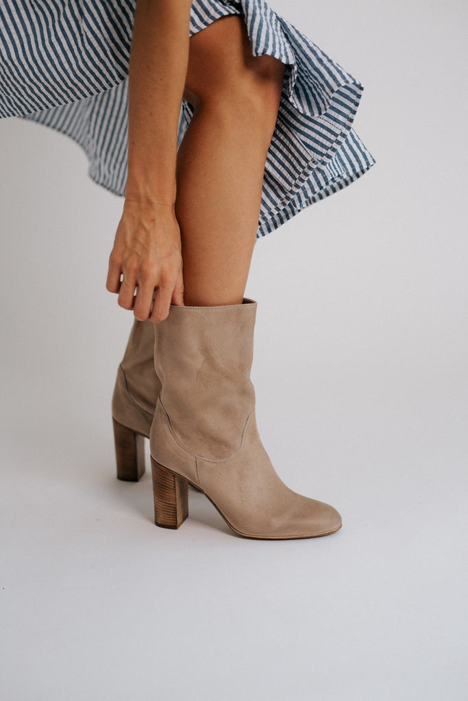 dakota heel boot // light grey