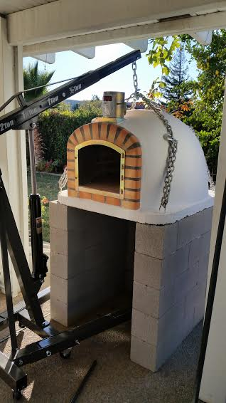 Brick pizza oven stand with engine hoist