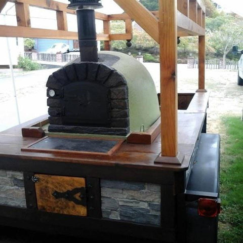 Image of Famosi Pizza Oven on Pizza Truck