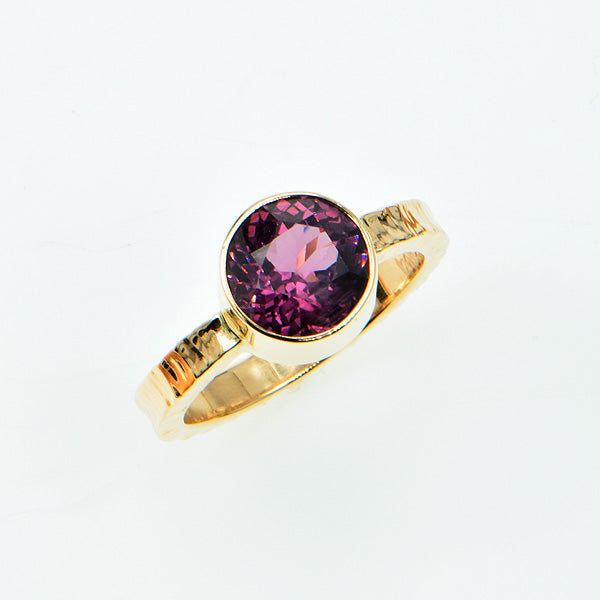 Michael Baksa Ceylon Lavender Spinel 14K Gold Hammered Ring - Aatlo Jewelry Gallery